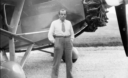 Antoine de Saint Exupéry devant son avion © AFP/Getty Images
